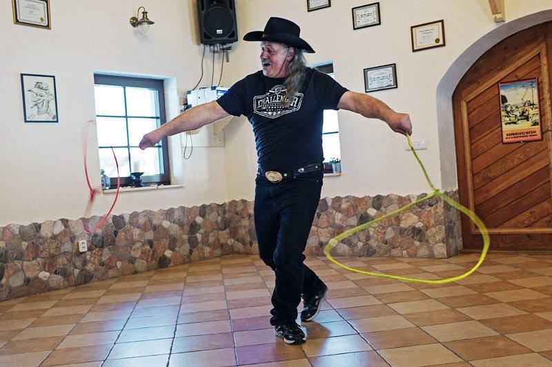 Ve westernové škole Vás naučí i trikovému lasování. Foto: archiv www. euwestern.eu